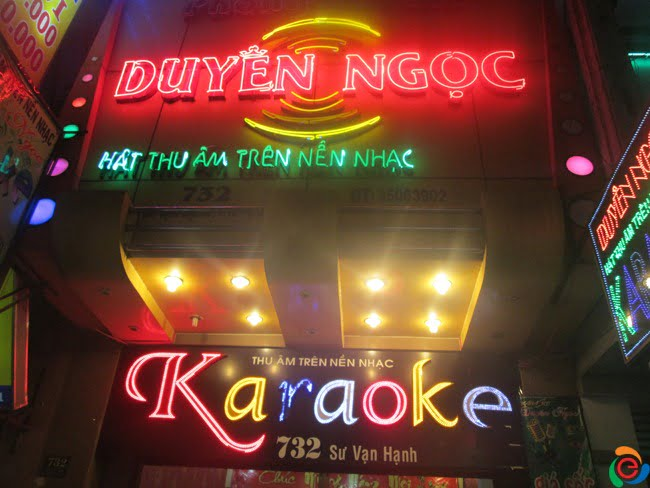 hộp đèn quán karaoke