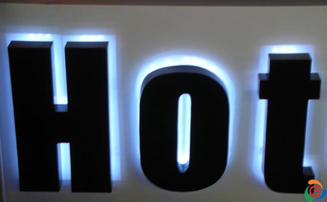 chữ mica hắt đèn led
