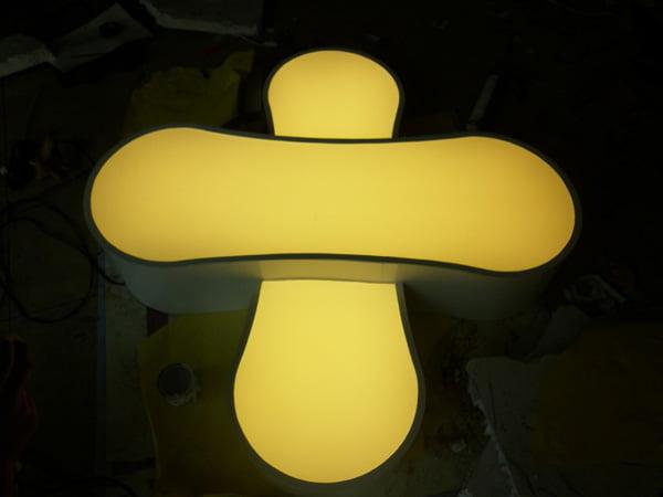 hộp đèn alu âm đèn