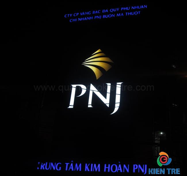 Bảng hiệu PNJ