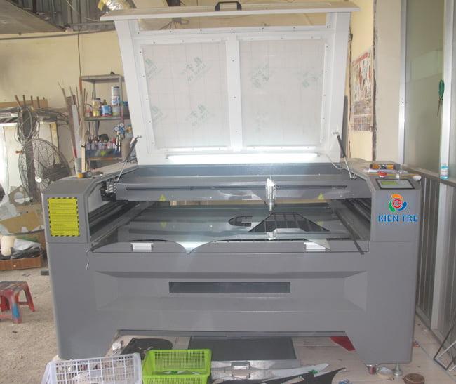 máy cắt chữ inox bằng lazer