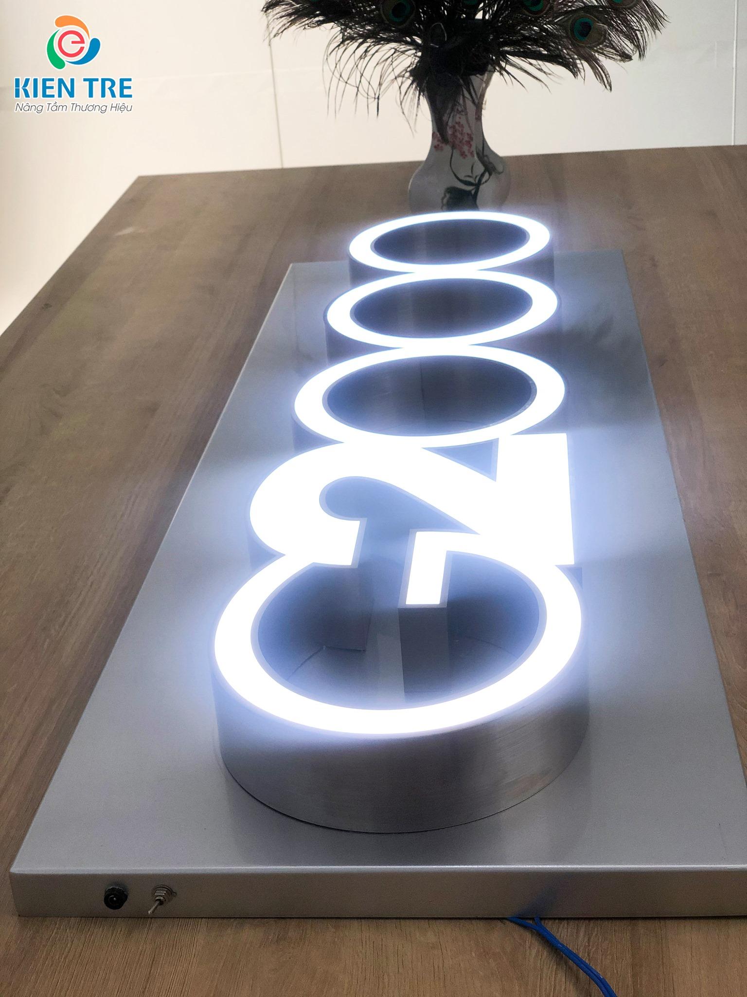 Bên trong âm đèn led sáng mặt chữ