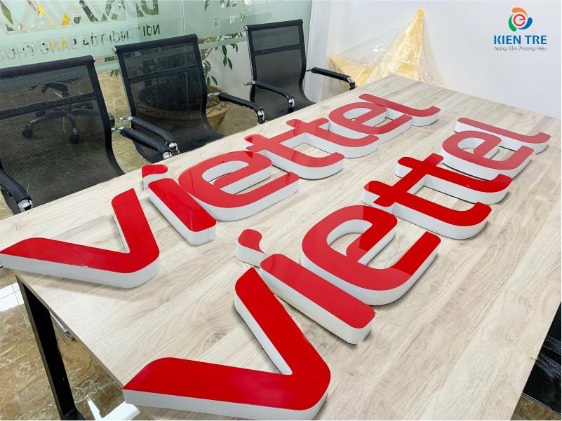 Chữ Viettel mica đỏ, hông nhôm, âm đèn led module gia công sản xuất tại xưởng nhà Kiến Trẻ