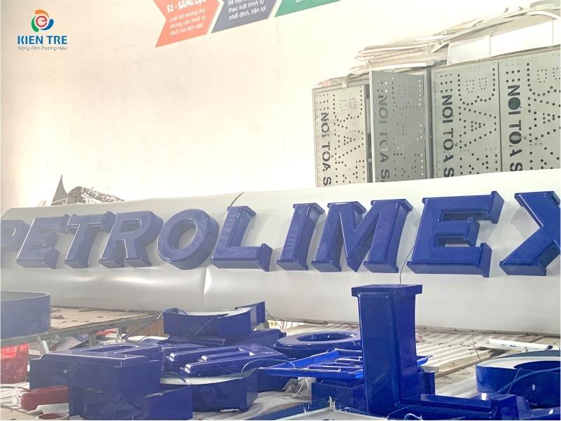 Xưởng Nhận Gia Công Chữ Mica Hút Nổi Petrolimex Và Logo Nhận Diện Thương Hiệu Mới   Quảng Cáo Kiến Trẻ