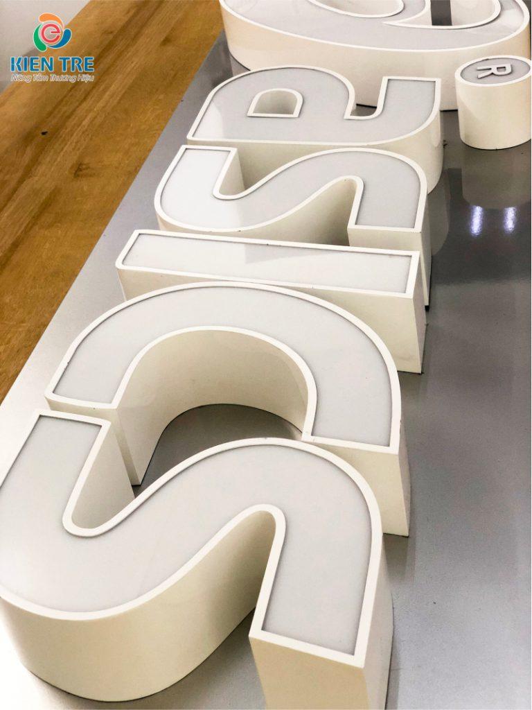 Chữ inox sơn hấp nhiệt uốn nổi 6cm, lồng mặt mica, âm đèn led module