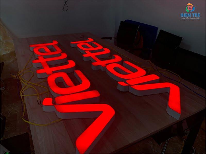 Chữ mica đỏ, hông nhôm, âm đèn Led Module - Chữ Viettel