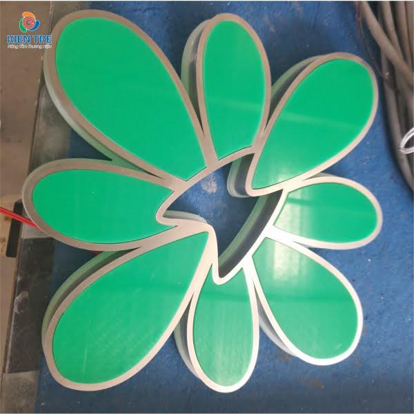 Logo inox trắng xước lồng mặt mica đế mica trắng cháo 10mm âm đèn Led Hàn Quốc