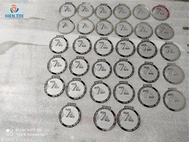 Xưởng sản xuất tem nhãn, tem gắn máy, biển bảng các loại số lượng lớn, giá tốt nhất trên thị trường | Quảng Cáo Kiến Trẻ